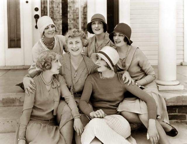 Bessie-Love-and-friends-taken-in-1928-The-Age-of-Chic
